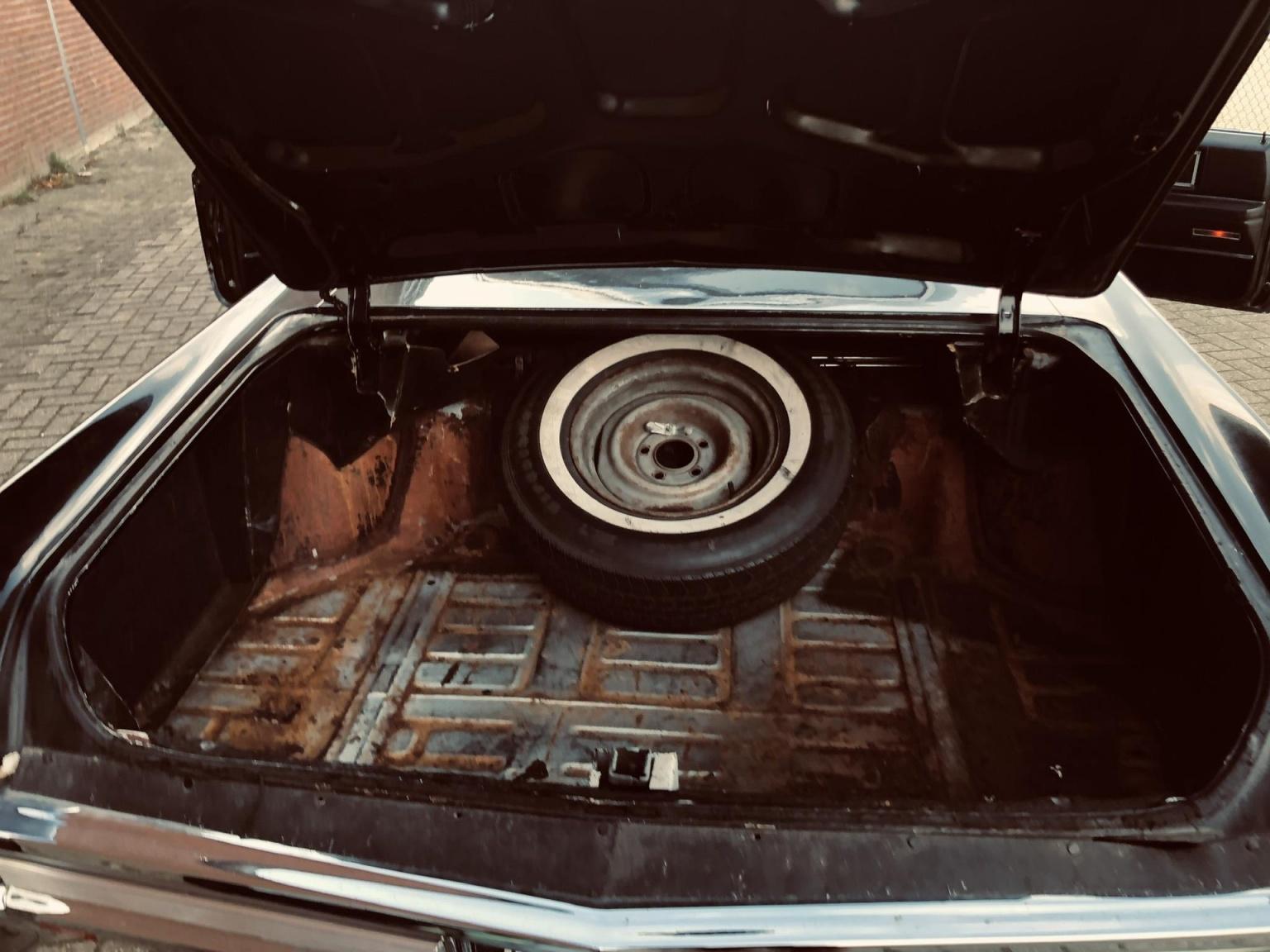 Cadillac-Coupe Deville-9