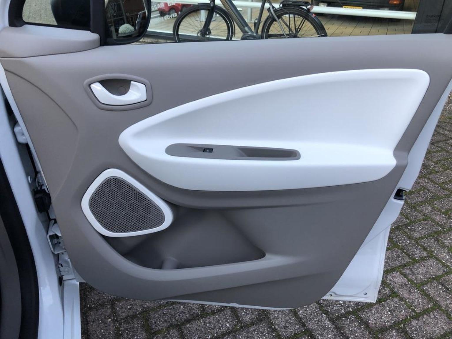 Renault-ZOE-25