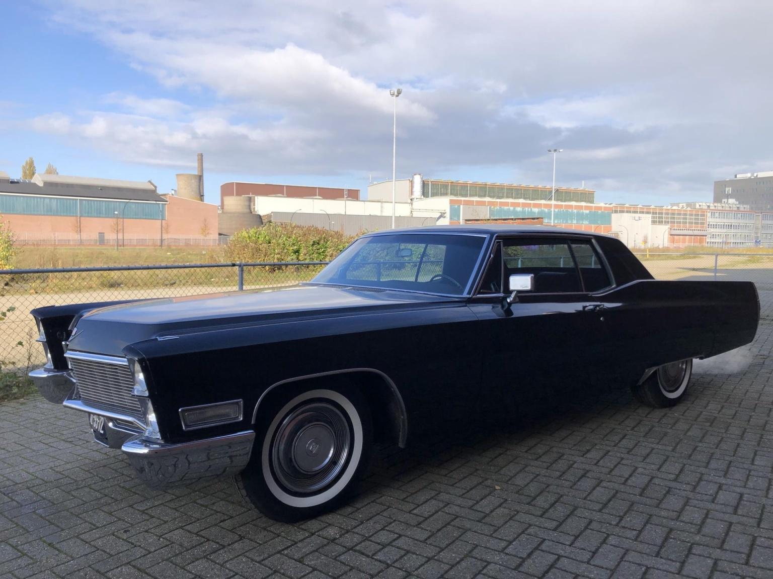 Cadillac-Coupe Deville-0