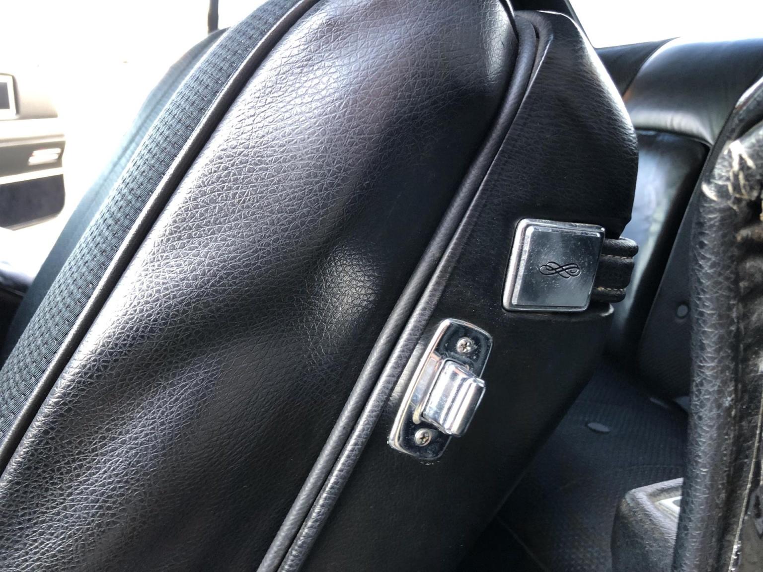 Cadillac-Coupe Deville-35