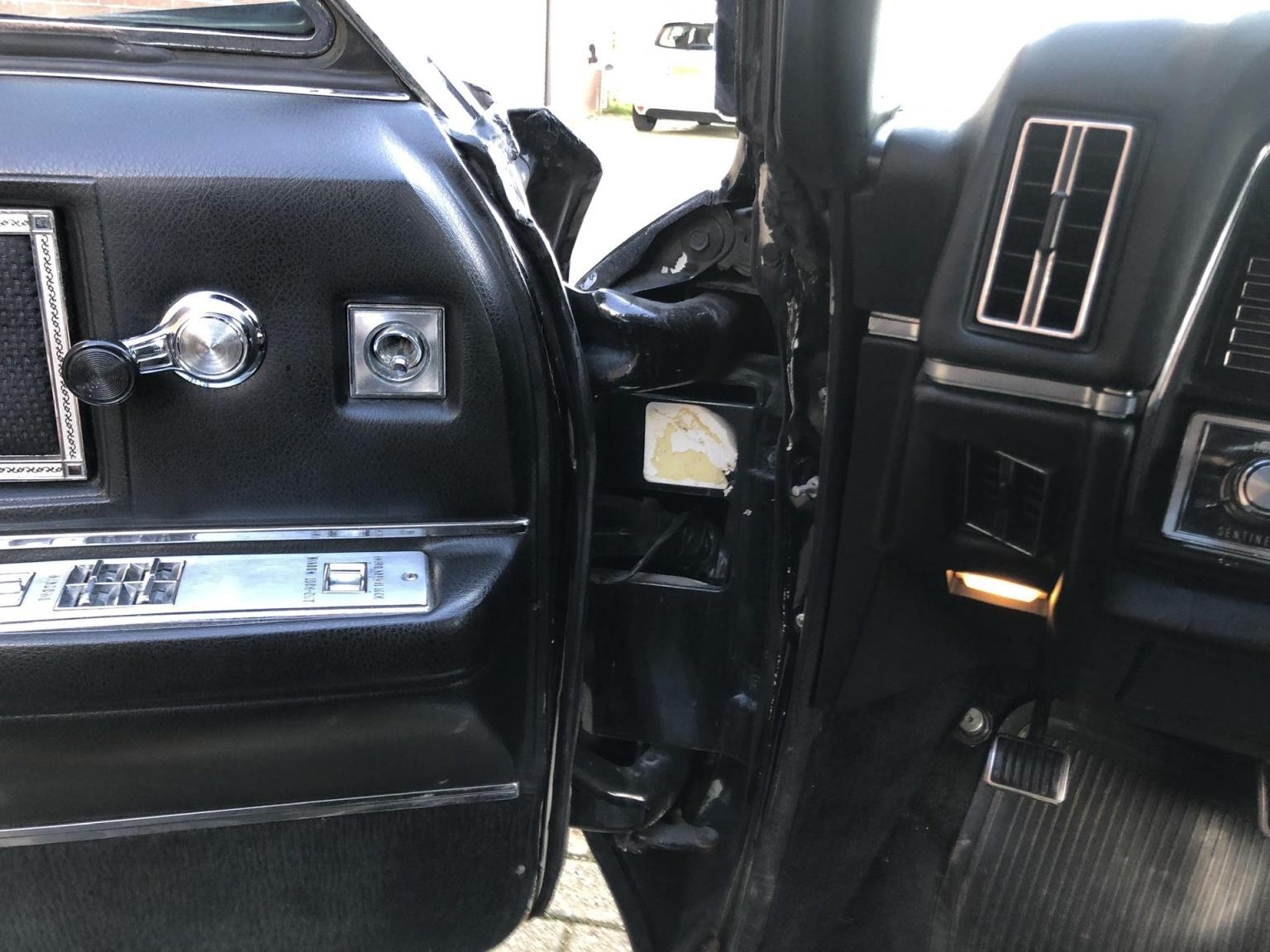 Cadillac-Coupe Deville-30